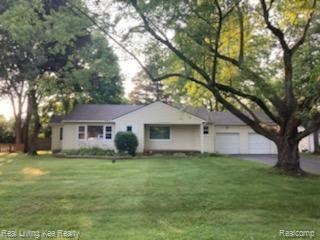 Photo for 6396 PARAMUS, Independence Township, MI 48346 (MLS # 2210051504)