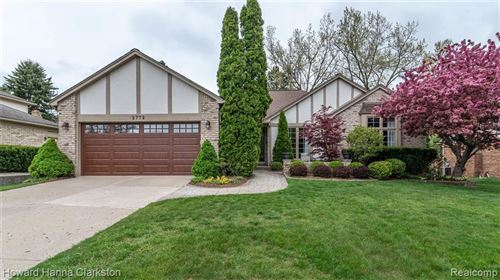 Photo of 2772 STEAMBOAT SPRINGS Drive, Rochester Hills, MI 48309 (MLS # 2200035529)