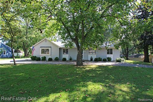 Photo of 52630 BRENTON, Shelby Township, MI 48316 (MLS # 2210078545)