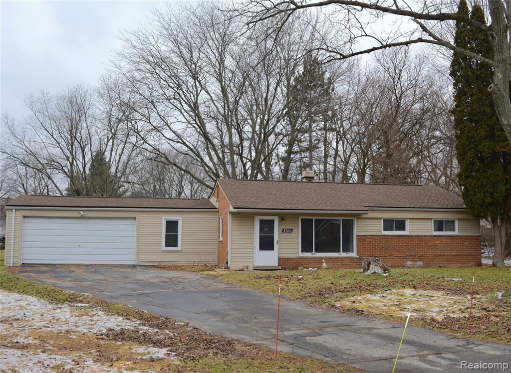Photo for 3166 FERNBARRY Court, Waterford Township, MI 48328 (MLS # 2200003563)