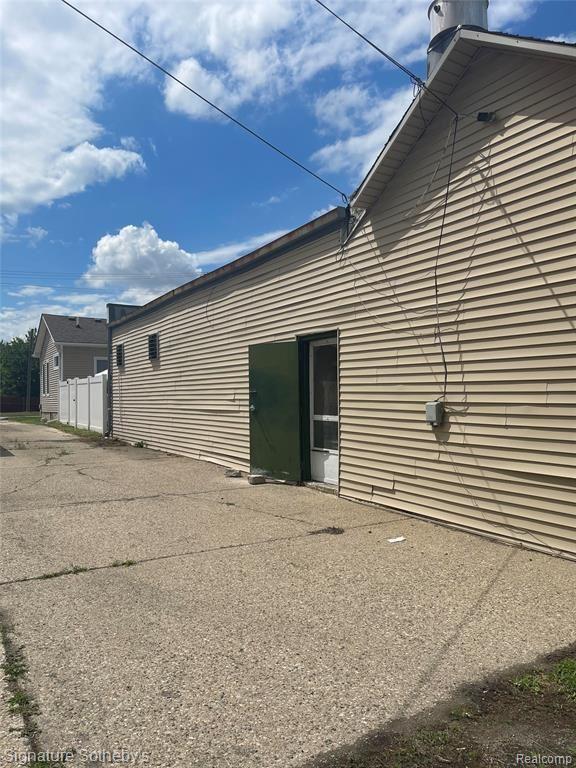 Photo of 149 HURON Avenue, Mount Clemens, MI 48043 (MLS # 2210046565)