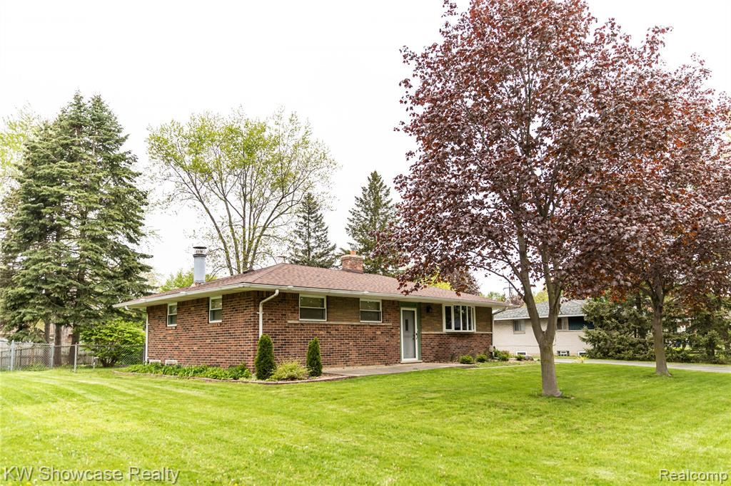 Photo of 3643 MARINER Street, Waterford Township, MI 48329 (MLS # 2210032593)