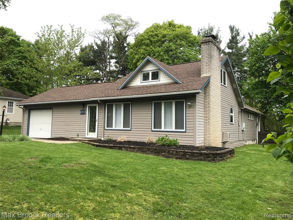 Photo for 5955 CUMMINGS Drive, Independence Township, MI 48346 (MLS # 219046595)