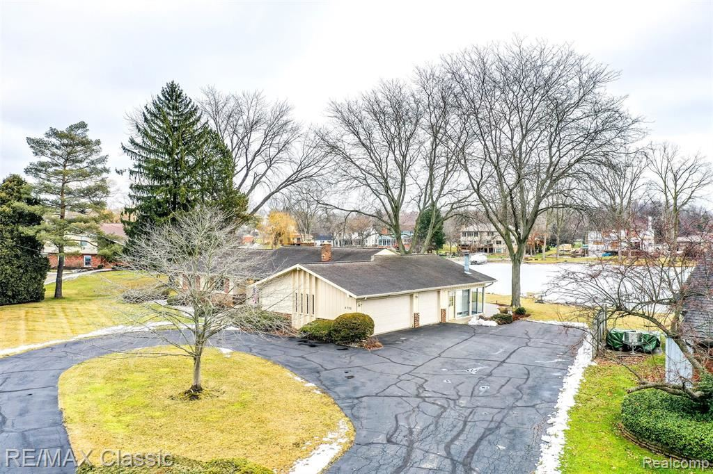 Photo of 4732 Surfwood Drive, Commerce Township, MI 48382 (MLS # 2210003610)