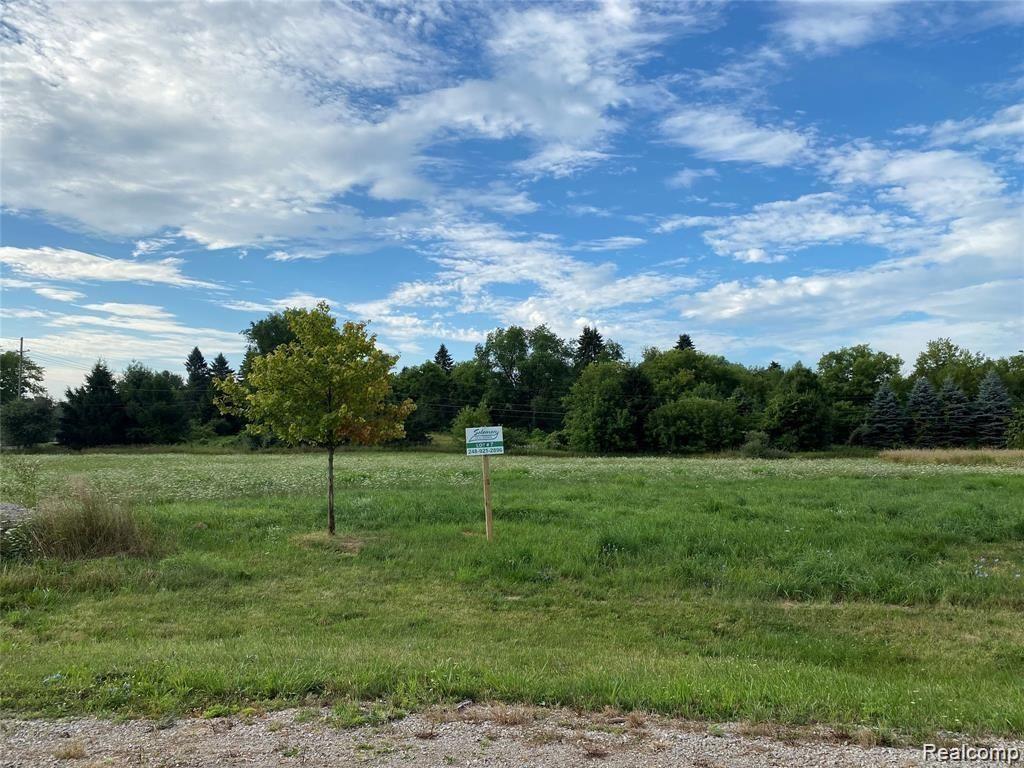 Photo of 671 BRAXWOOD PL, Milford Township, MI 48381 (MLS # 2210003617)