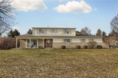 Photo of 54777 QUEENS Row, Shelby Township, MI 48316 (MLS # 2200001637)