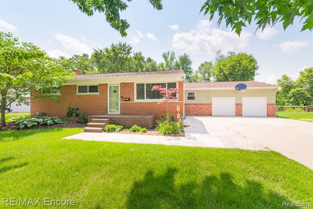 Photo for 6565 NORTHVIEW Drive, Independence Township, MI 48346 (MLS # 2210055642)
