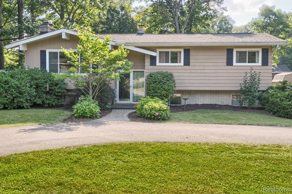 Photo for 5607 WARBLER DR Drive, Independence Township, MI 48346 (MLS # 219064646)