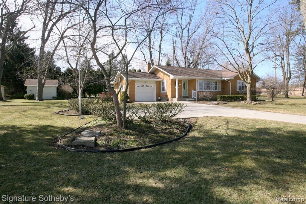 Photo for 145 N Holcomb Road, Village Of Clarkston, MI 48346 (MLS # 2210008653)