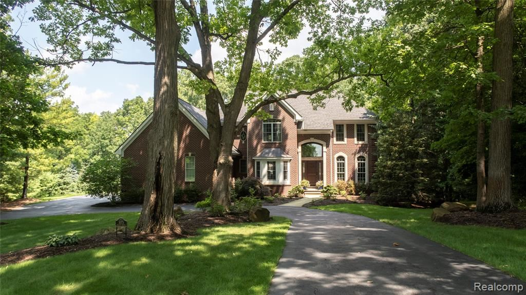 Photo for 5075 HILLTOP ESTATES Drive, Independence Township, MI 48348 (MLS # 2210057687)