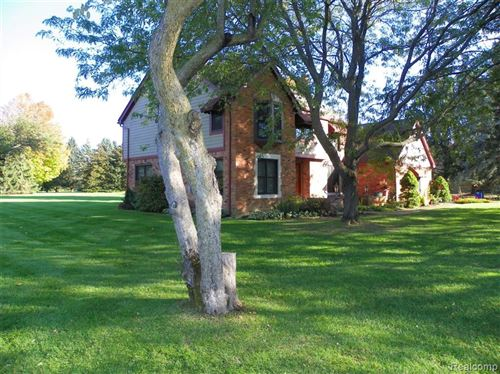 Photo of 801 HEATHER LAKE Drive, Orion Township, MI 48348 (MLS # 2200005690)