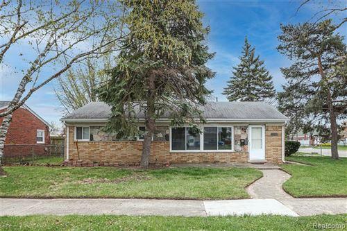 Photo of 11350 CONTINENTAL Avenue, Warren, MI 48089 (MLS # 2210027691)