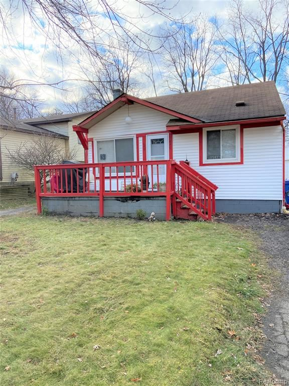 Photo of 640 S Winding Drive, Waterford Township, MI 48328 (MLS # 2210003692)