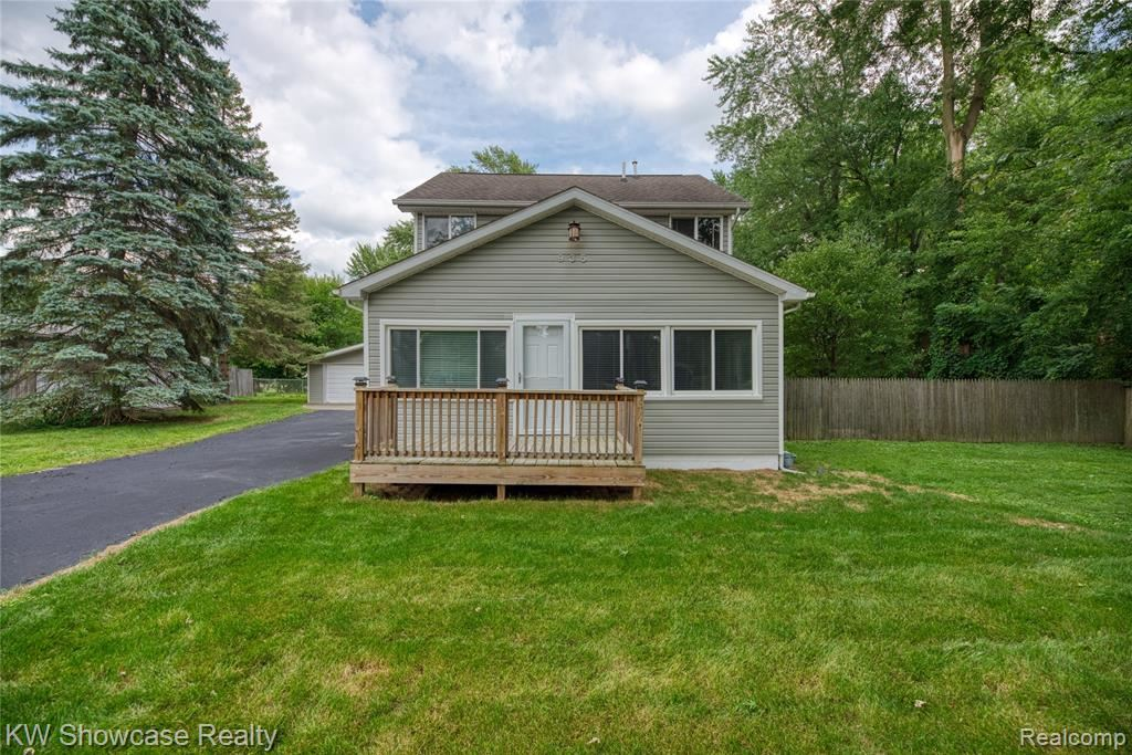 935 IROQUOIS AVE, Waterford, MI 48327 - MLS#: 2200072693