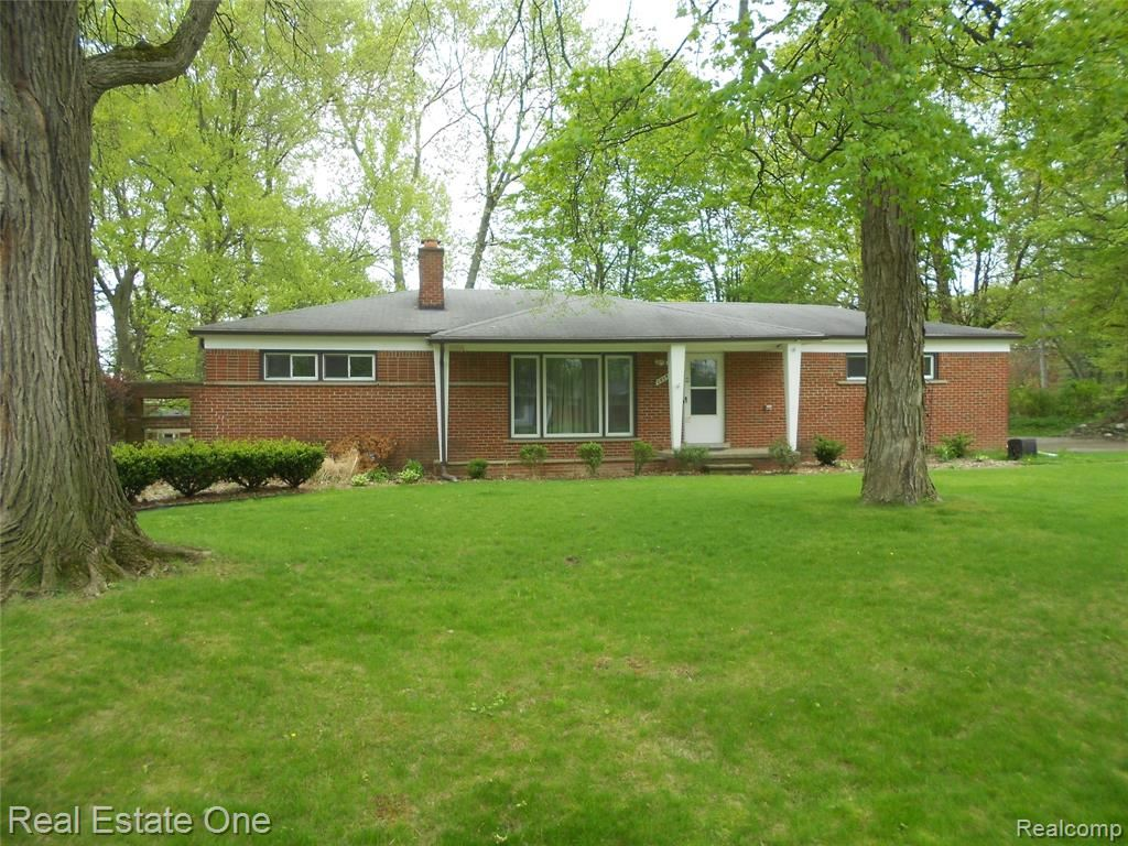 Photo of 28547 GREEN WILLOW Street, Farmington Hills, MI 48331 (MLS # 2210032693)