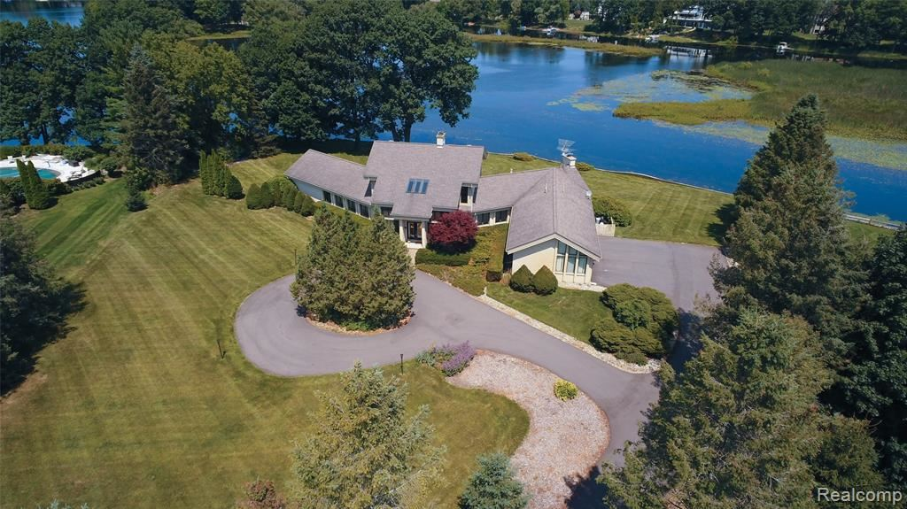 Photo for 4180 NEWCASTLE Drive, Orion Township, MI 48348 (MLS # 2200022694)