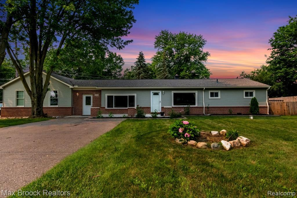 Photo for 8535 ANDERSONVILLE Road, Springfield Township, MI 48346 (MLS # 2210055726)