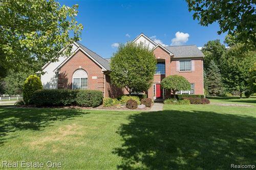 Photo of 1395 Ridgeview Circle, Orion Township, MI 48362 (MLS # 2200067748)