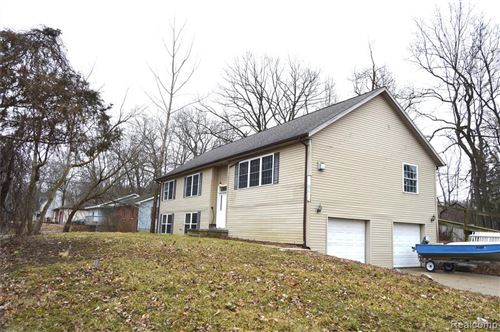 Tiny photo for 5013 CRESTVIEW Drive, Independence Township, MI 48348 (MLS # 2200010756)
