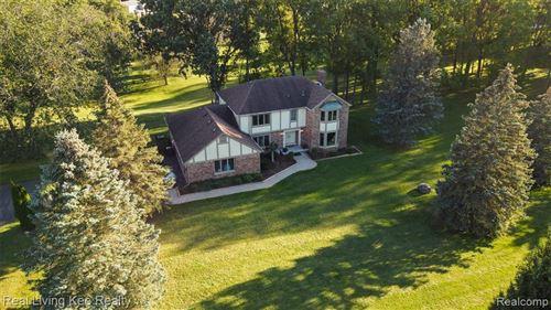 Photo of 1835 GREENBRIAR Drive, Rochester Hills, MI 48306 (MLS # 2210078762)
