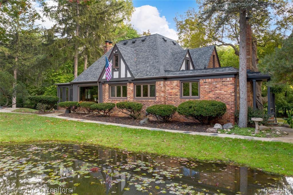 Photo of 111 LAKESIDE Drive, Royal Oak, MI 48073 (MLS # 2210085788)