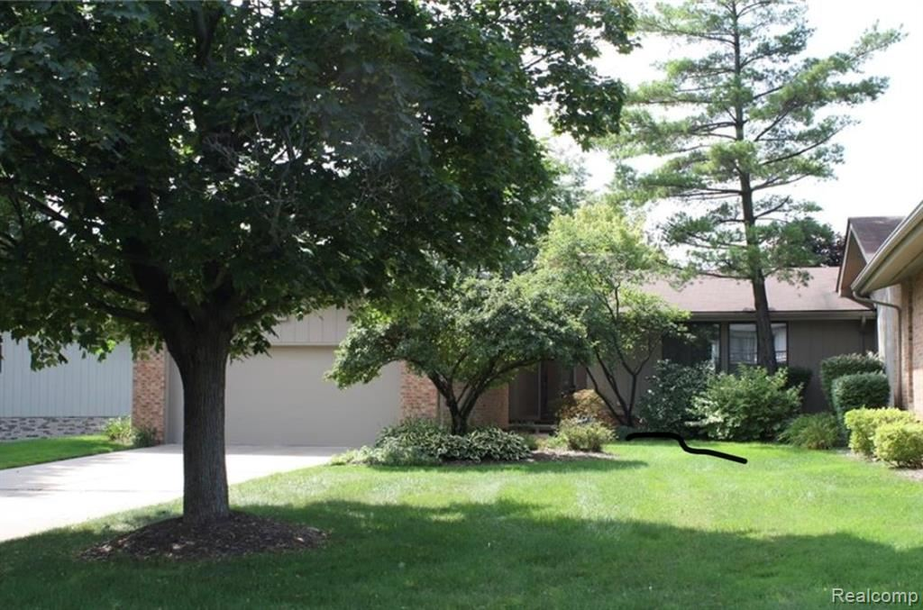Photo for 4066 AUGUSTA Court, Bloomfield Township, MI 48302 (MLS # 2200003793)