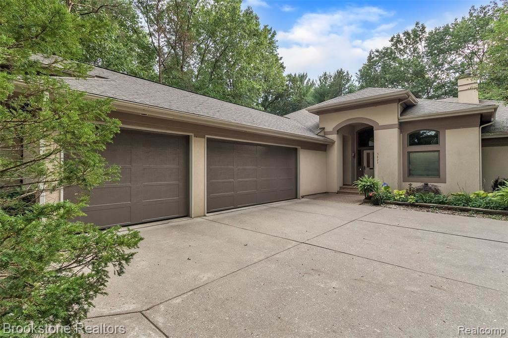 Photo for 5823 Pine Breeze Drive, Independence Township, MI 48346 (MLS # 219083798)