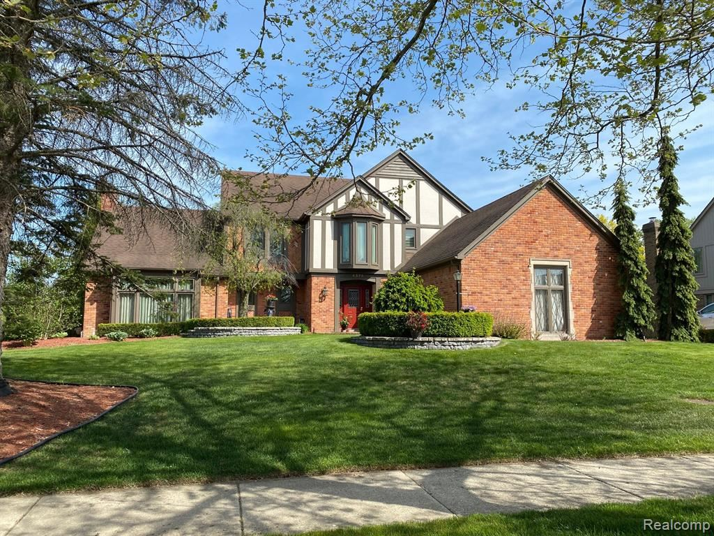 Photo of 4576 RIVERS EDGE Drive, Troy, MI 48098 (MLS # 2210032809)