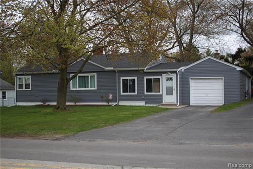 Photo of 245 PERRY Street W, Lake Orion Village, MI 48362 (MLS # 2200032830)