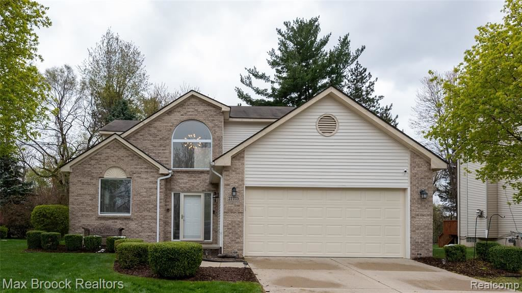 Photo of 21775 ROSE HOLLOW Drive, Southfield, MI 48075 (MLS # 2210027832)