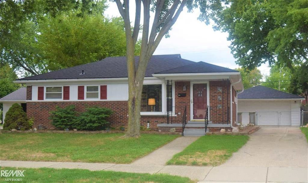 Photo for 829 CHIPPEWA, Mount Clemens, MI 48043 (MLS # 58031393834)