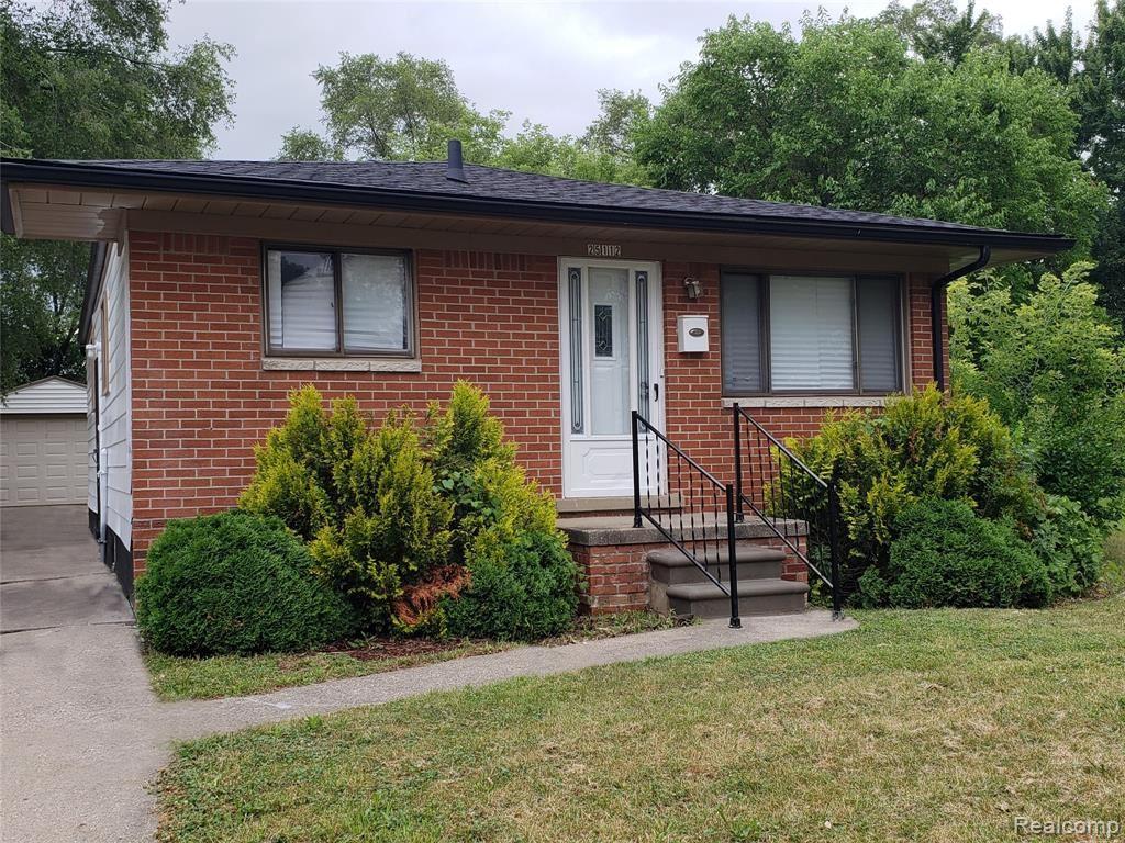 Photo of 25112 PINEHURST Street, Roseville, MI 48066 (MLS # 2200057835)
