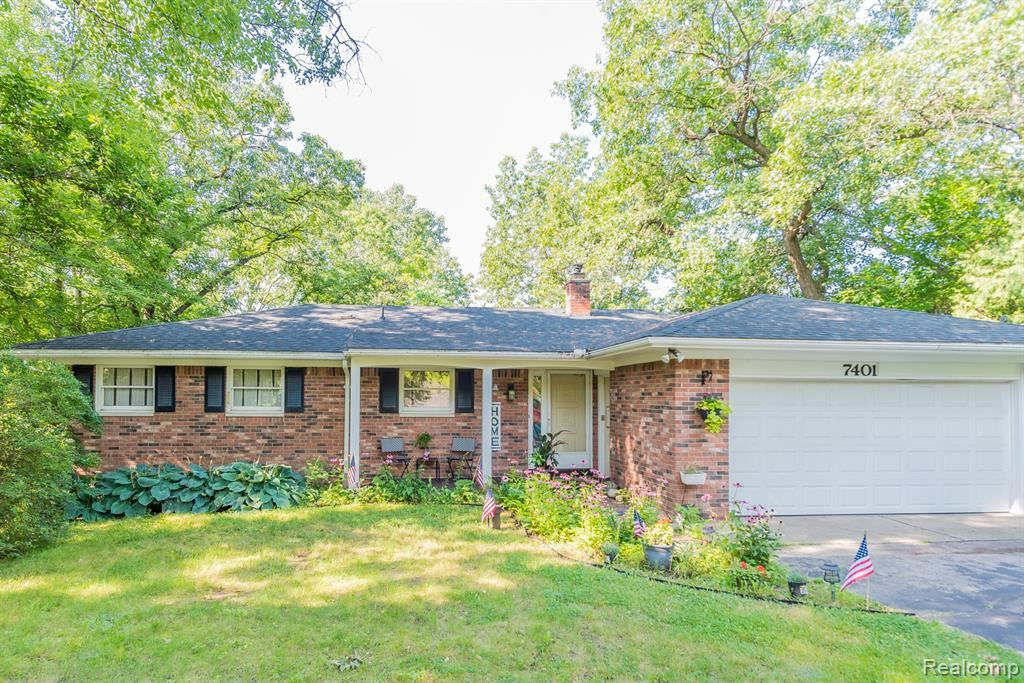 Photo for 7401 SCENIC RIDGE Drive, Independence Township, MI 48346 (MLS # 2210061836)