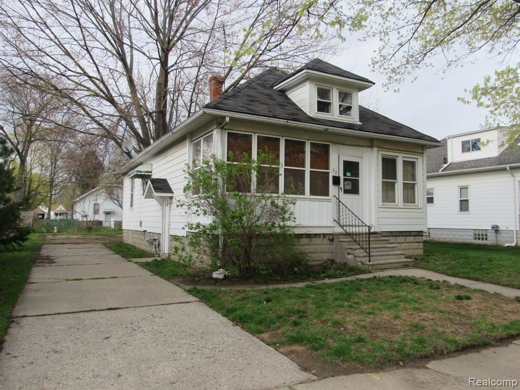 Photo of 32 LAFAYETTE Street, Mount Clemens, MI 48043 (MLS # 2210024866)