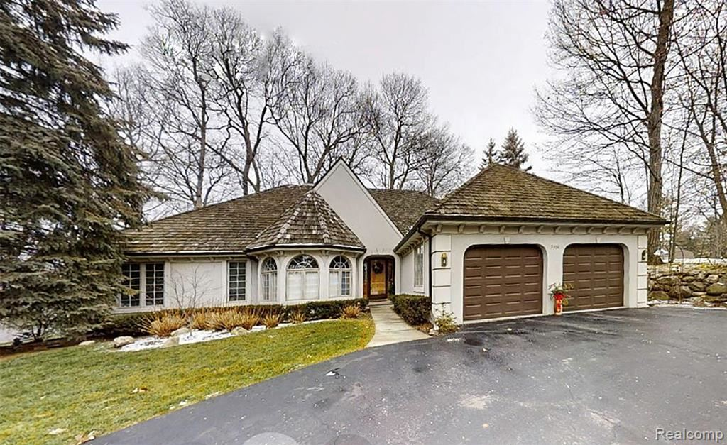 Photo for 5456 BRISTOL PARKE Drive, Independence Township, MI 48348 (MLS # 2200101898)