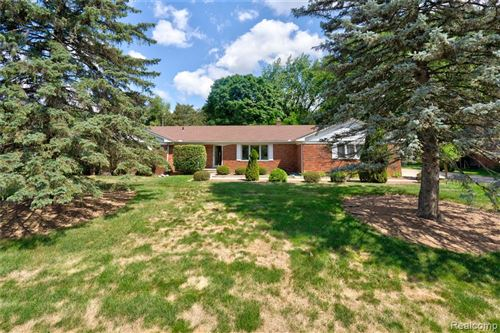 Photo of 2240 MUNSTER Road, Rochester Hills, MI 48309 (MLS # 2200058904)