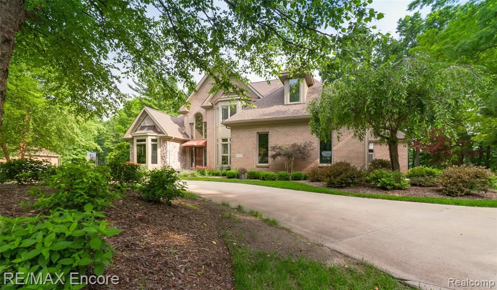 Photo for 6522 ELKRUN Court, Independence Township, MI 48348 (MLS # 2210052913)