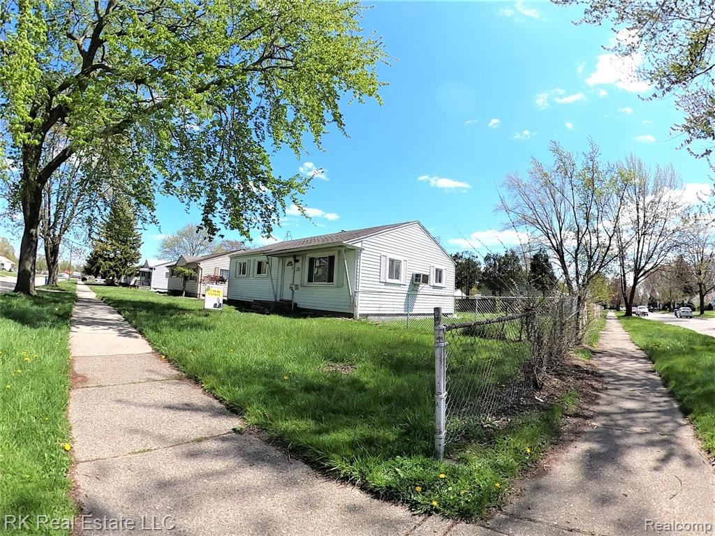 Photo of 14420 LEONARD Avenue, Warren, MI 48089 (MLS # 2200012928)