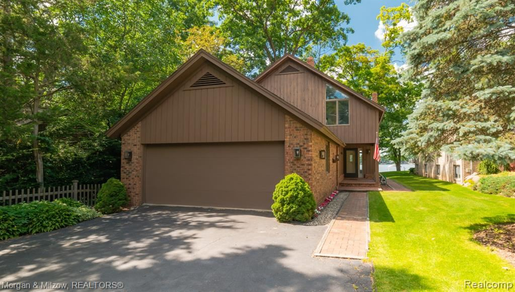 Photo of 3810 Covert Road, Waterford Township, MI 48328 (MLS # 2200050942)