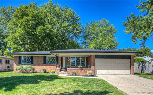Photo for 5553 Shale Drive, Troy, MI 48085 (MLS # 2200072950)