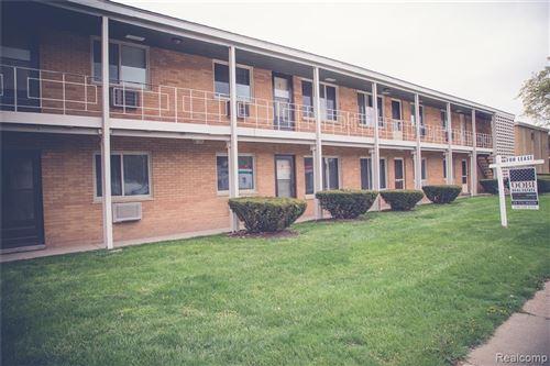 Photo of 3330 GREENFIELD RD #5, Royal Oak, MI 48073 (MLS # 2210045956)