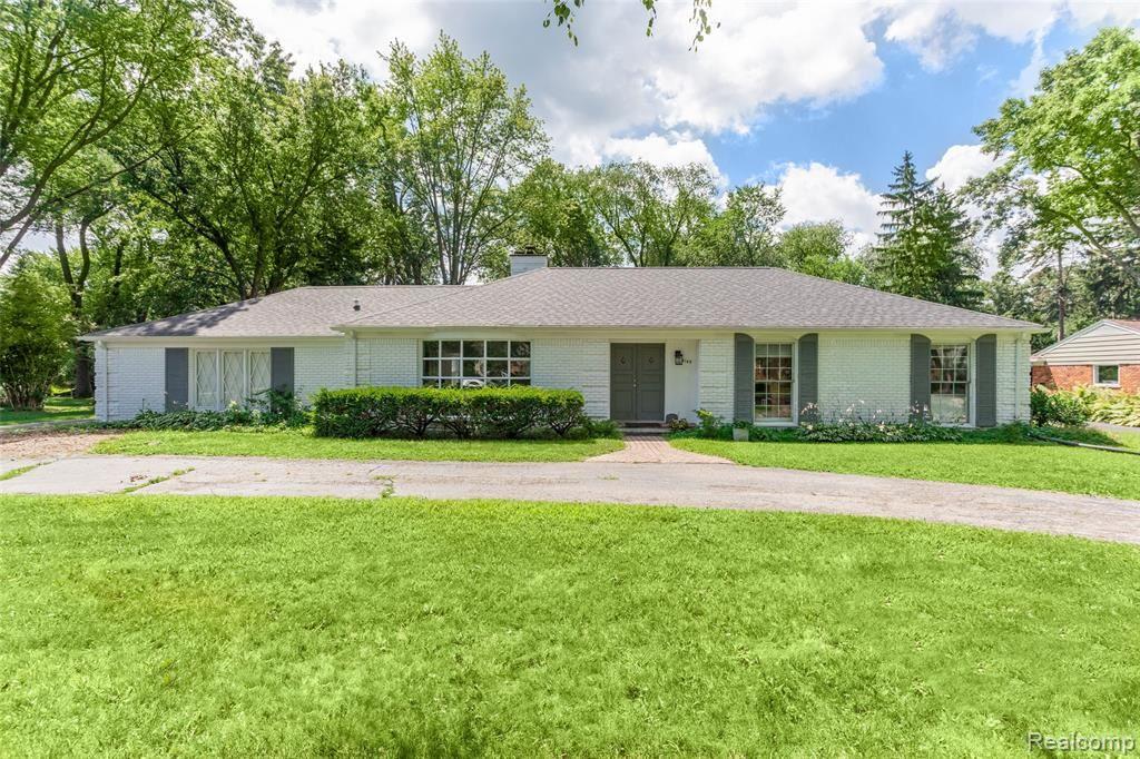 Photo for 4145 SANDY Lane, Bloomfield Township, MI 48301 (MLS # 2200035956)