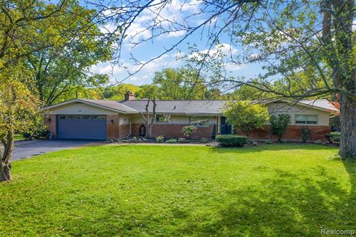 Photo of 925 DEDHAM Court, Bloomfield Township, MI 48302 (MLS # 2200082971)