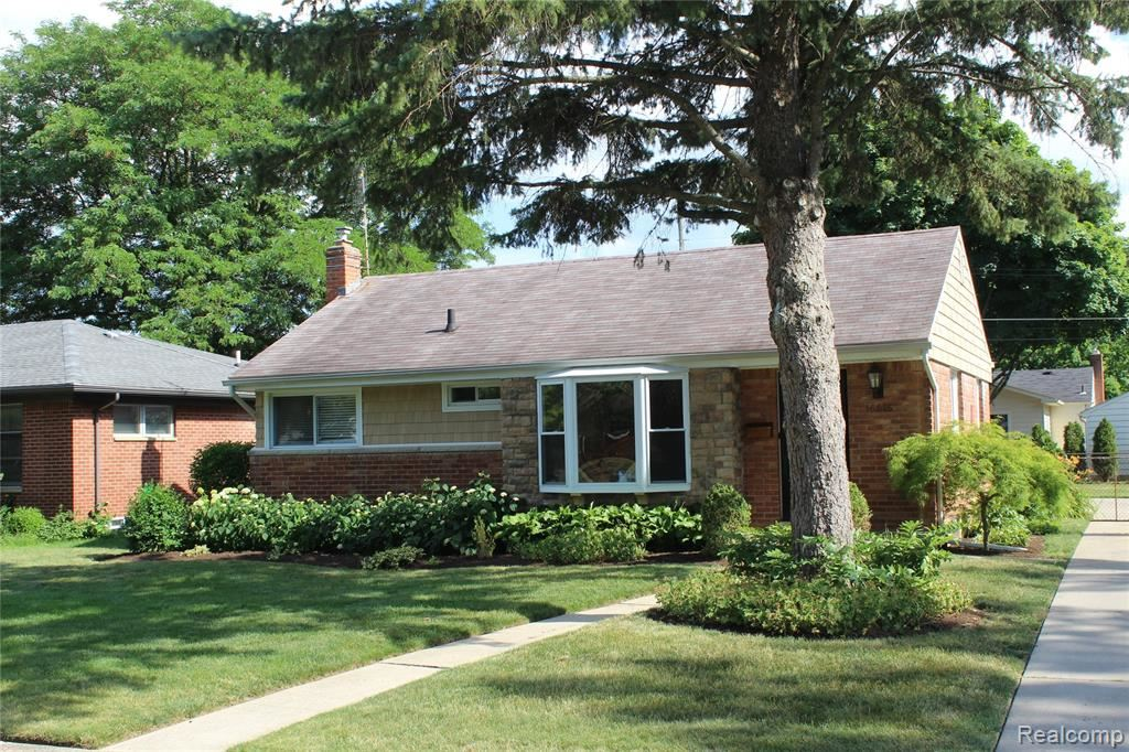 Photo of 16915 BUCKINGHAM Avenue, Beverly Hills Village, MI 48025 (MLS # 2200050971)