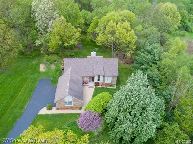 Photo for 8000 ASHARE Court, Independence Township, MI 48346 (MLS # 219042977)