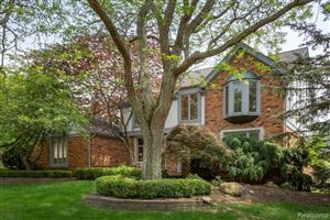 Photo of 450 TIMBERLINE Drive, Rochester Hills, MI 48309 (MLS # 219057978)