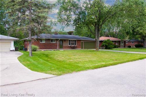 Photo of 705 ROBBINANN Drive, Waterford Township, MI 48328 (MLS # 2210063987)