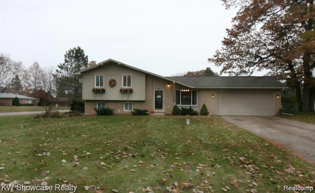 Photo of 3852 TARA Drive, Highland Township, MI 48356 (MLS # 2210085988)