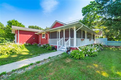 Photo of 3490 FLORETTA Street, Waterford Township, MI 48346 (MLS # 219119990)