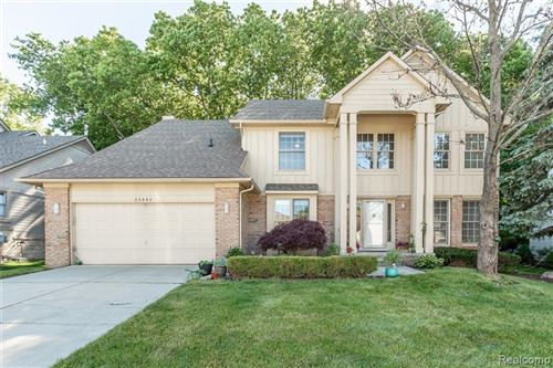 Photo of 28092 GOLF POINTE Boulevard, Farmington Hills, MI 48331 (MLS # 2200067990)
